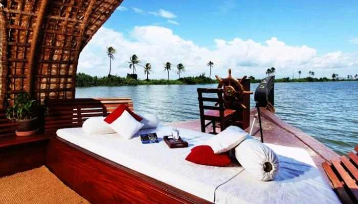 TOP 8 DESTINATIONS HONEYMOON IN Kerala ARE TO BE ROMANTIC